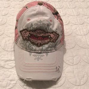 {Realtree} Ladies Pink and White Camo Cap OS